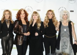 Carrie Underwood Performs with All-Star Cast Honoring Rock and Roll Hall of Fame Inductee Linda Ronstadt