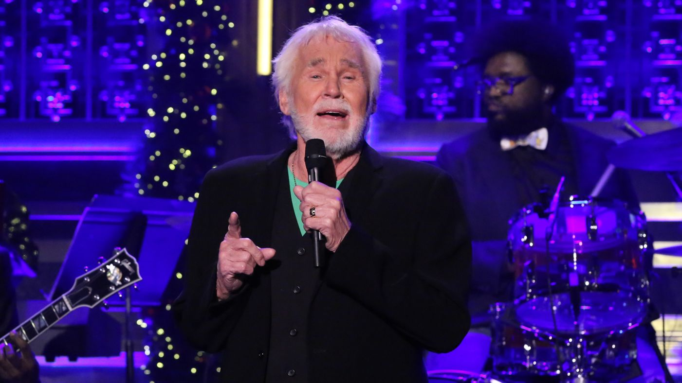 Kenny Rogers Sings \'I\'ll Be Home For Christmas\' on The Tonight Show ...
