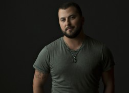 Tyler Farr Gets Personal on Upcoming Third Album