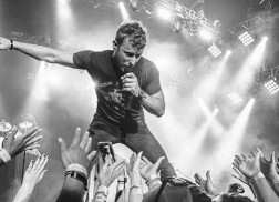 Dierks Bentley Surprises Crowd Ahead of Boots & Hearts 2016