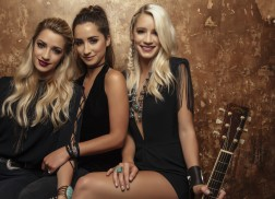 Exclusive: Sister C Debuts 'Drinkin' About You' in 'Blue Room Sessions'