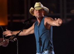 Kenny Chesney Premieres Steamy 'Setting the World on Fire' Music Video