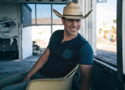 Dustin Lynch Scores Fourth Chart-Topping Single with 'Seein' Red'