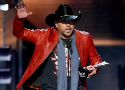 Jason Aldean Reflects on ACMs: 'Entertainer of the Year was a Personal Thing I Wanted'
