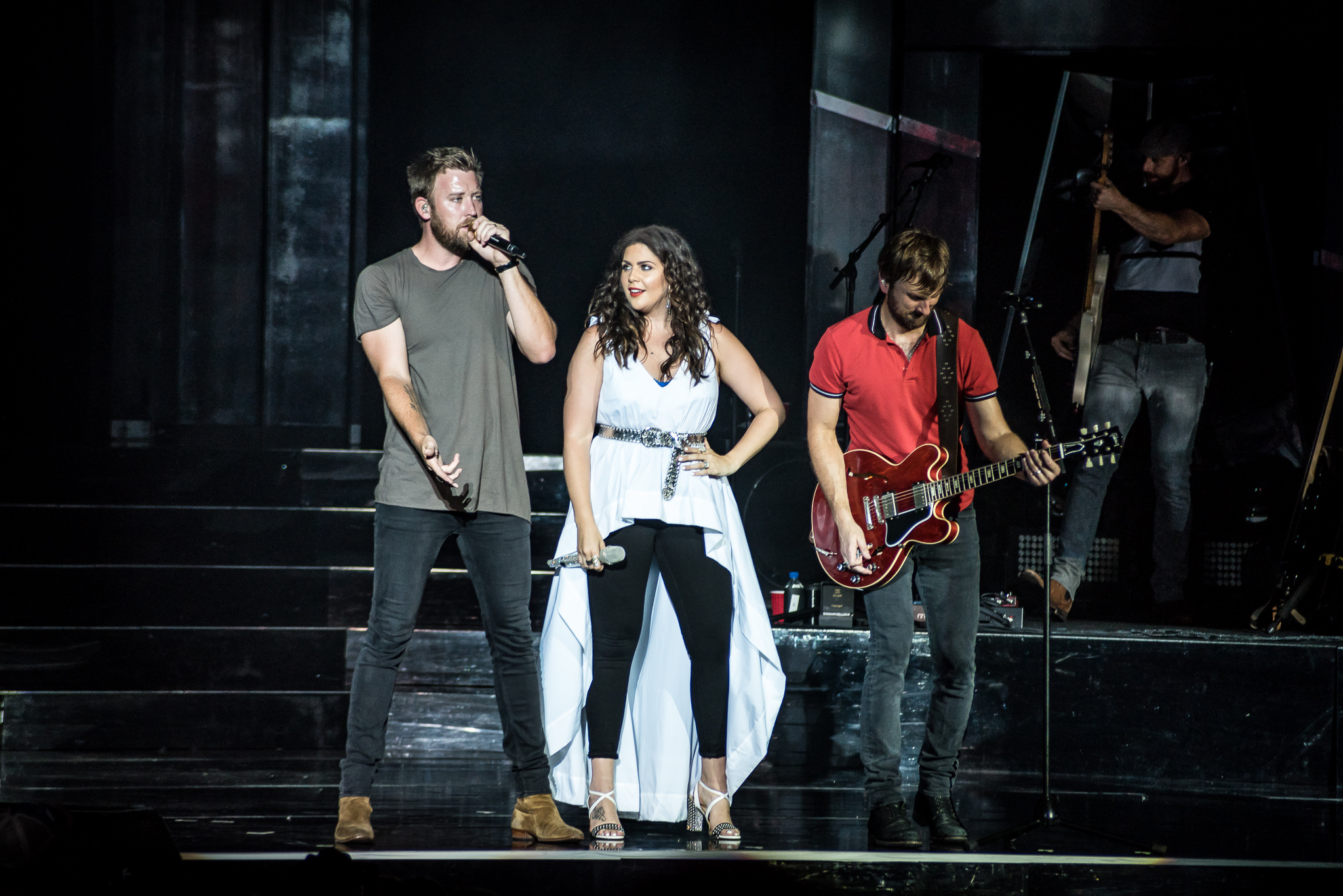 Lady antebellum and co own the night on you look good for Lady antebellum miscarriage how far along