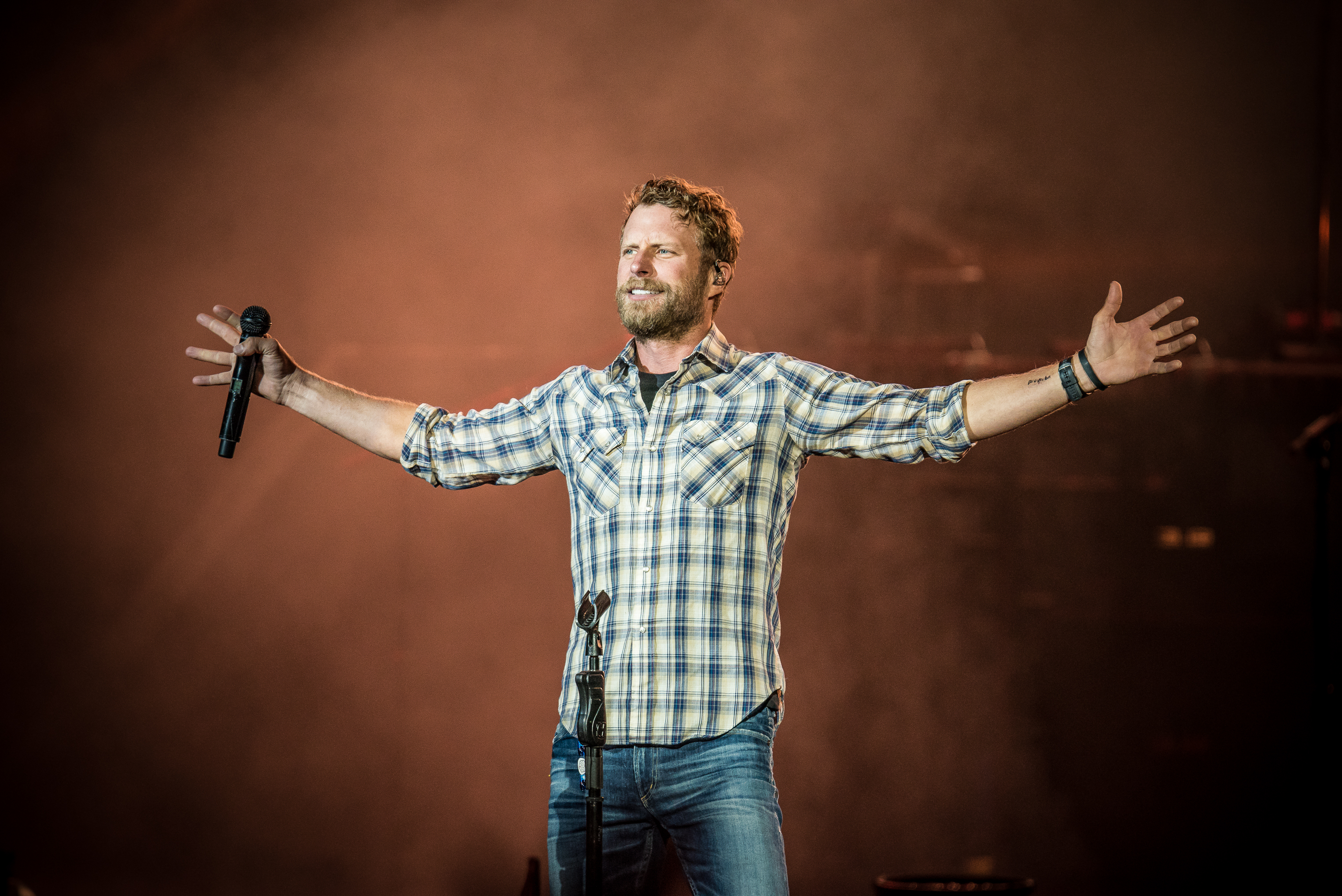 Dierks Bentley S What The Hell Tour Rolls Through New
