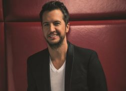 Luke Bryan Releases Stunning Recording of 'O Holy Night'