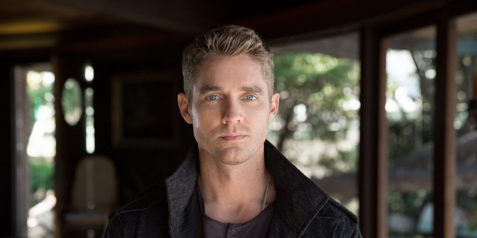 Brett Young Earns Fourth Consecutive No.1 with 'Mercy'