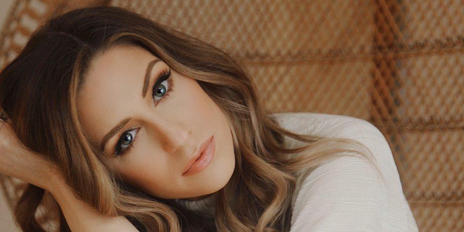 Rachel Reinert Plays It 'Cool' in New Music Video