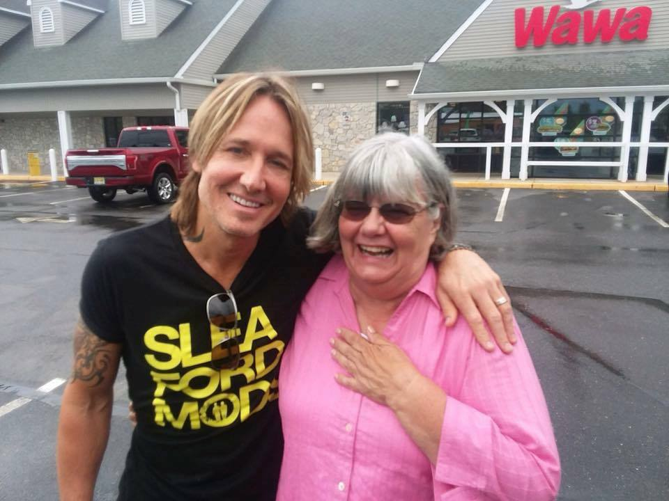 Substitute Teacher Offers Keith Urban Cash to Pay for Items at New Jersey Wawa