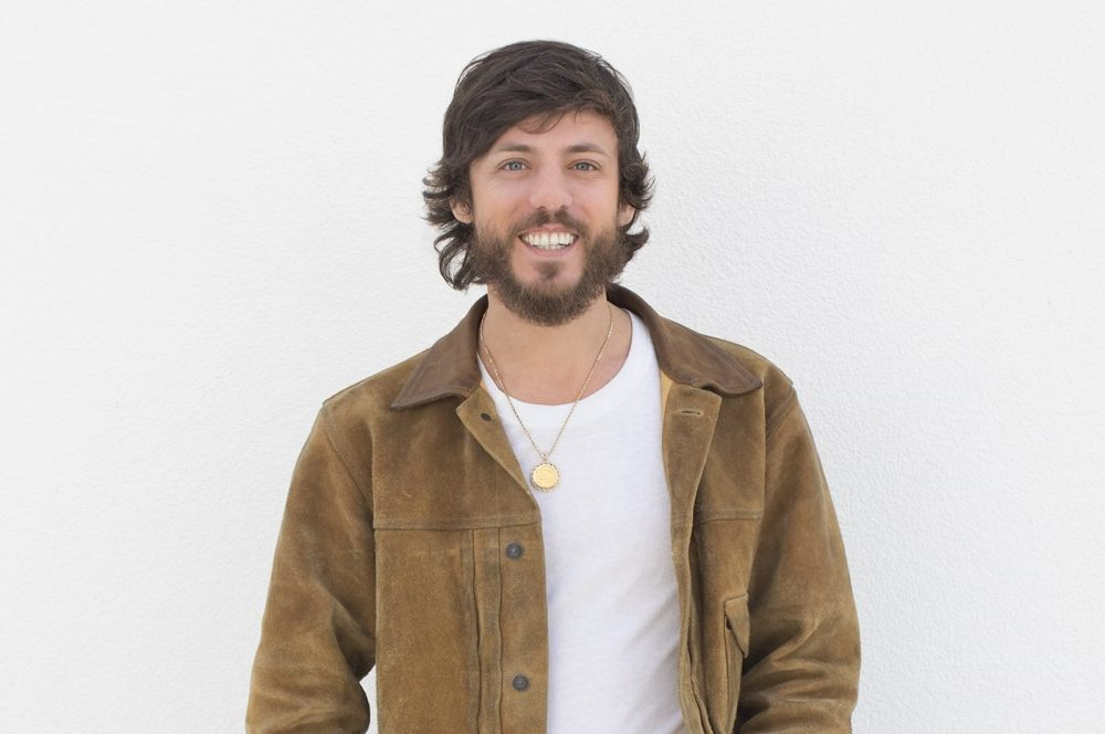 Chris Janson Highlights Family in Official 'Good Vibes' Video