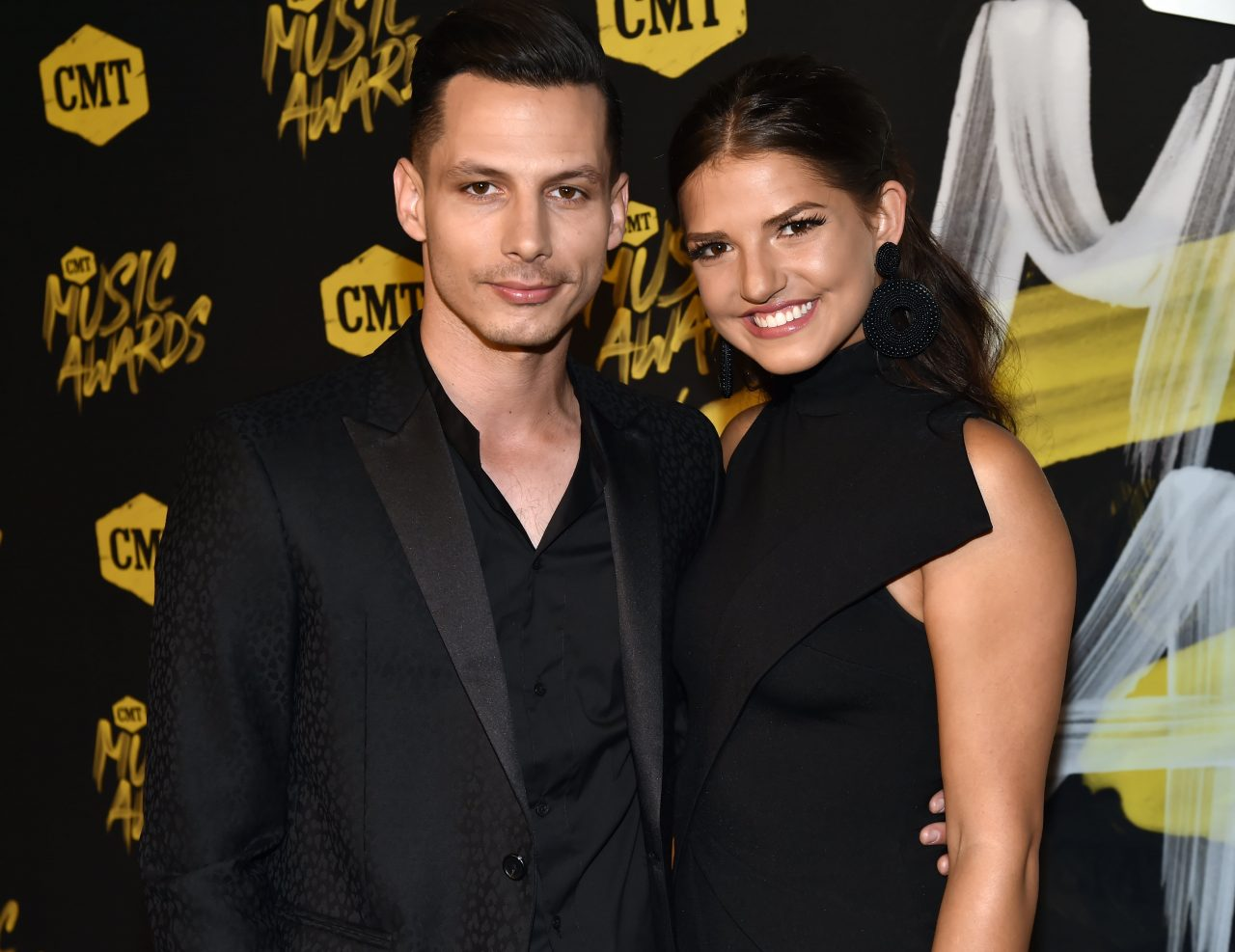 Devin Dawson Proposes to Longtime Girlfriend, Leah Sykes