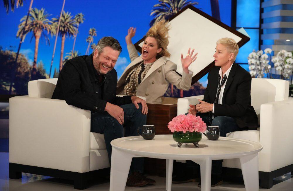 Blake Shelton Gets Spooked By Julie Bowen on 'The Ellen Show'