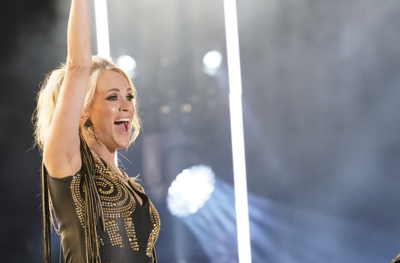 Carrie Underwood Invites Fans to a Lakeside Party in 'Southbound' Video